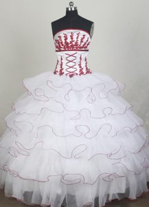 Elegant Strapless White Quincenera Dresses with Ruffled Layers on Promotion