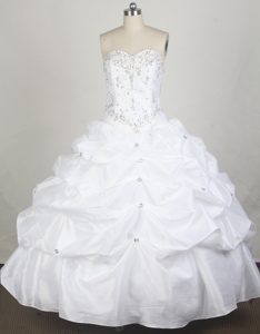 Simple Ball Gown Sweetheart White Beaded Quincenera Dresses with Pick-ups
