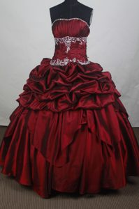 Modest Strapless Sweet Sixteen Burgundy Quincenera Dresses with Pick-ups