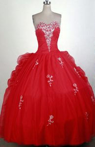 Nice Red Sweetheart Quinceanera Gown Dress with Appliques and beading