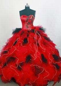 Modest Red Sweetheart Organza Quince Dress with Appliques and Beading