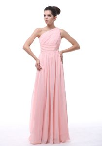 Baby Pink One Shoulder Long Ruched Party Dama Dress with Beading