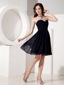 Navy Blue Sweetheart Knee-length Chiffon Party Dama Dresses with Ruching