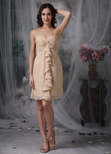 New Champagne Sweetheart Knee-length Flounced Dama Dress with Ruching