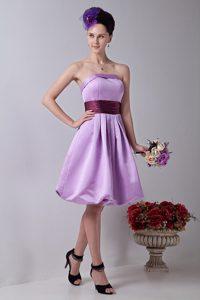 Lavender Strapless Knee-length Bridesmaid Dama Dresses with Sash