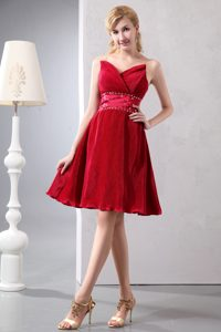 Wine Red Sweetheart Knee-length Special Fabric Dama Dresses with Beading