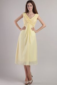 Cheap Light Yellow V-neck Tea-length Ruched Chiffon Dama Dress for Prom