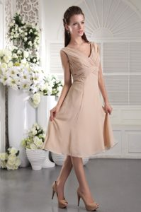 Champagne V-neck Straps Tea-length Ruched Chiffon Dama Party Dresses