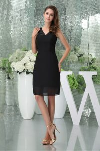 V-neck Knee-length Black Chiffon Dama Dress for Cocktail on Promotion
