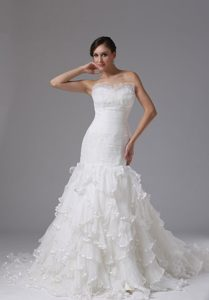 Sweetheart Court Train Organza Ruched Wedding Dresses with Layered Ruffles