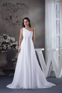Single Shoulder Court Train Bridal Dresses in White with Ruching for Cheap