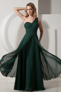 Best Ruching Dark Green Plus Size Evening Dress with One Shoulder