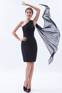 Black Ruching Women Evening Dress with One Shoulder in Mini-length