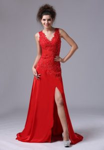 Chiffon Beaded V-neck Red 2013 Prom Celebrity Dress with Brush Train for Cheap
