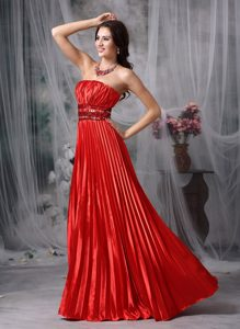 Luxurious Red Strapless Prom Dress with Beading and Ruching