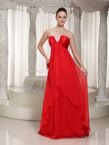 2013 Ready to Wear Red V-neck Chiffon Prom Homecoming Dress with Ruching
