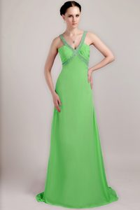 V-neck Brush Train Chiffon Junior Prom with Beads and Ruches in Spring Green
