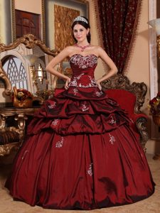 Wine Red Sweetheart Quinceanera Dresses with Appliques on Promotion