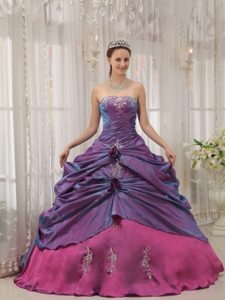 Elegant Strapless Long Quinces Dresses with Appliques in Purple