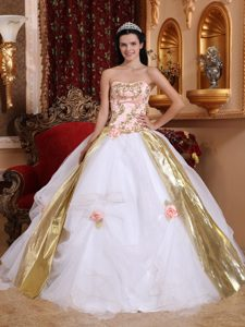 Memorable White and Gold Lace-up Summer Sweet 15 Dresses with Appliques