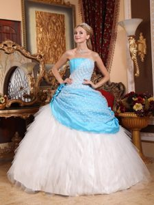 Elegant Strapless Tulle Quinceanera Dress in Aqua Blue and White with Flowers