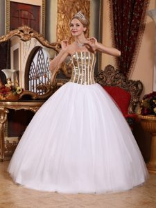 Magnificent Long White Lace-up Dresses for Quinceanera with Sequins