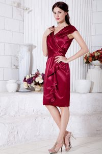 Wine Red V-neck Knee-length Mother of the Bride Dress in Taffeta
