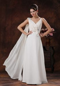 Hot White V-neck Chiffon Beaded Prom Gowns with Watteau Train and Bow