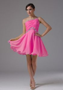 Custom Made One Shoulder Prom Dresses for Flat Chested Girls in Hot Pink