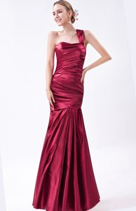 Cheap Wine Red Mermaid One Shoulder Prom Attires in with Ruche
