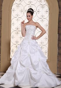 Pretty Beaded Embroidery Satin Court Train Wedding Gowns with Strapless