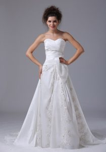 Beaded A-line Sweetheart Organza Cheap Wedding Dresses with Brush Train