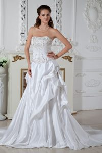Elegant Strapless Court Train Embroidery Wedding Gown Dress in Taffeta