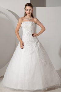 A-line Strapless Appliqued Tulle Cheap Wedding Attires with Chapel Train