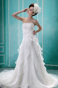 Low Price Beaded A-line Strapless Organza Wedding Dresses with Ruffles