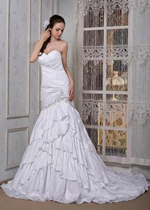 Sweetheart Brush Train Low Price Wedding Dress with Appliques
