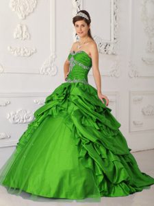 Spring Green Sweetheart Ruched Appliqued Quinceanera Dresses with Pick-ups