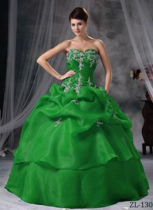 Luxurious Sweetheart Long Organza Quinceanera Gowns with Appliques