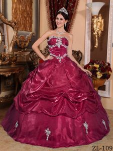 Wine Red Magnificent Strapless Organza Quinceanera Dresses with Appliques