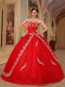 2013 Attractive Beaded Red Lace-up Dress for Quinceaneras with Embroidery