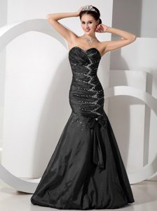 Black Sweetheart Mermaid Ruched Beaded Prom Dresses with Bowknot