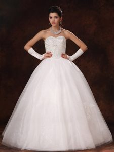 Beautiful Sweetheart Beaded Organza Appliqued Bridal Gown in Floor-length