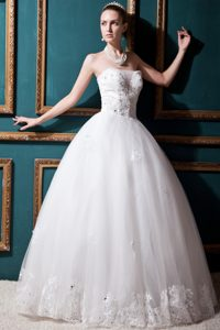Luxurious Ball Gown Strapless Tulle Beading Wedding Dress on Wholesale Price