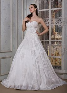 Modest Sweetheart Brush Train Appliques and Hand Made Flower Wedding Dress
