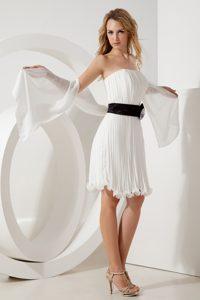 White Empire Strapless Mini-length Organza College Graduation Dress with Black Belt