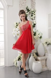 Red Empire One Shoulder Short Prom Graduation Dress with Beading