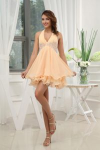 Beautiful Halter Top Yellow Short Senior Homecoming Dresses with Appliques