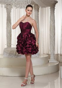 Classical Short Lace-up Burgundy Homecoming Dress for Prom with Pick-ups