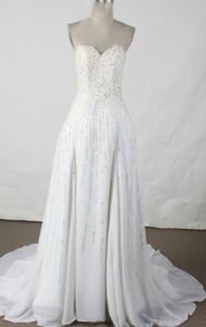 Elegant Empire Sweetheart Chiffon Beaded White Prom Dresses with Brush Train