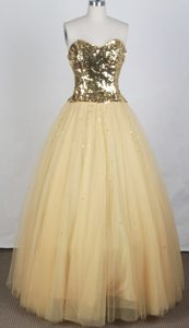Luxurious Gold A-line Strapless Tulle Prom Dresses with Sequins for Custom Made